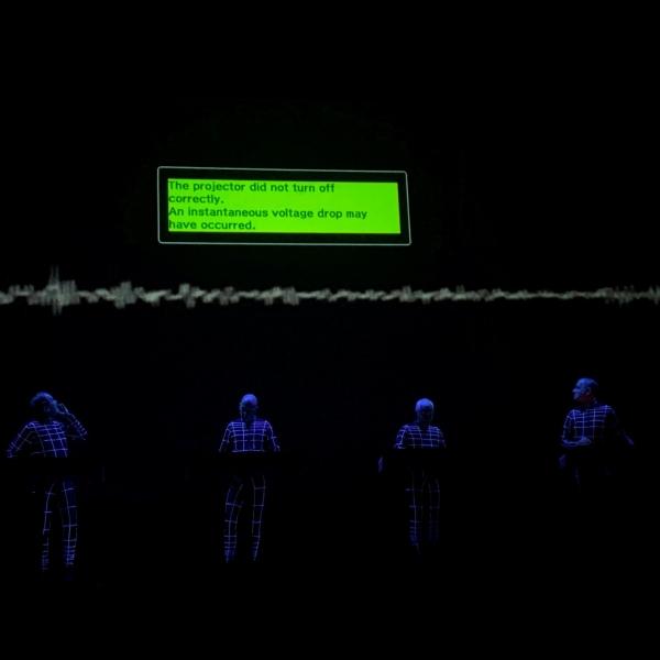 我去香港回顾 Kraftwerk 的未来主义,却被投影仪故障一脚踢回当下