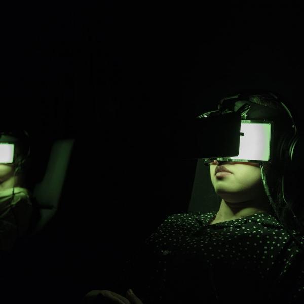 人与技术在上海重生的老电影院中相逢