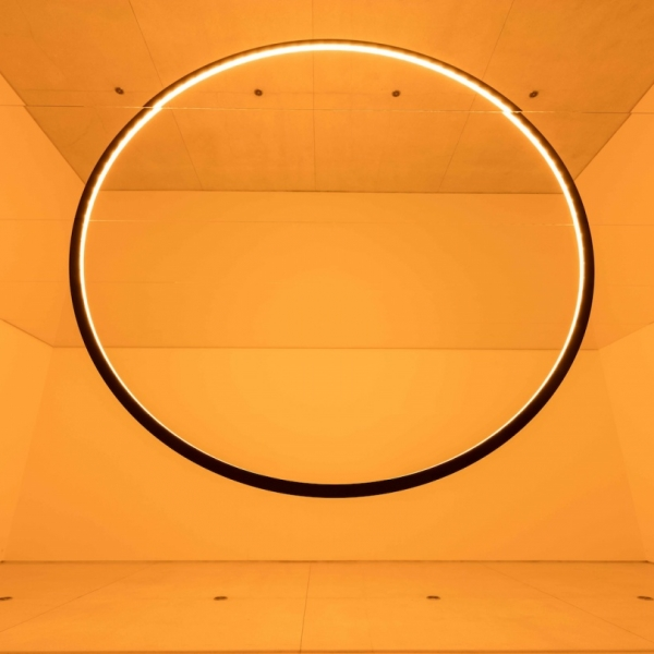 重新创造日光:奥拉维尔·埃利亚松的光之魔法