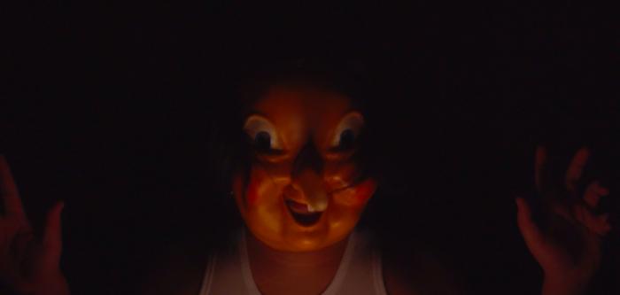 这部黑暗短片,描绘了遭受侵犯的儿童扭曲的成长轨迹