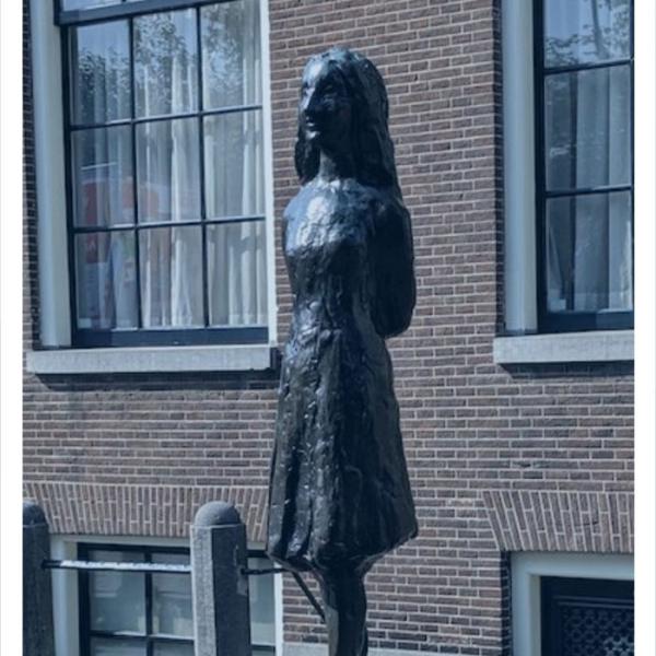 别的简报|网友在推特分享他们认为真正代表公正的雕塑