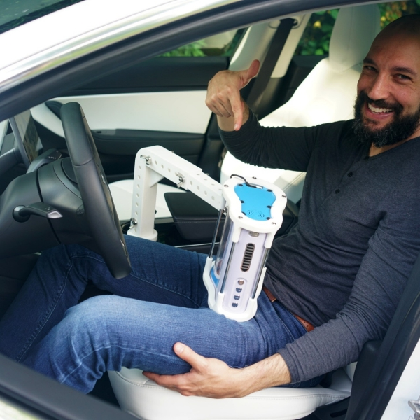别的简报|现在,你可以坐着全自动驾驶的特斯拉享受全自动口交了
