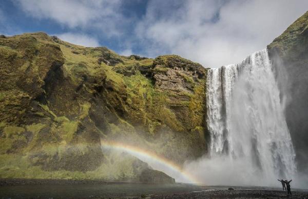 别的简报|没法旅游的你可以把尖叫发到冰岛对着瀑布播放