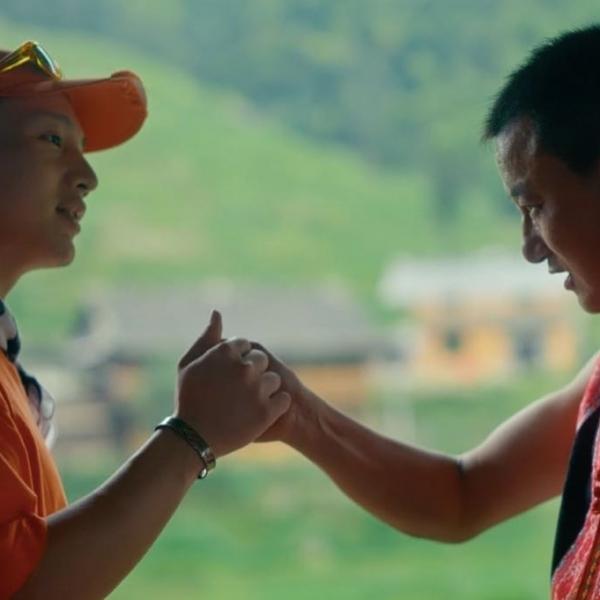 回到家乡的 rapper Ranzer,在湖湘苗寨的米酒里尝到了传统文化的后劲