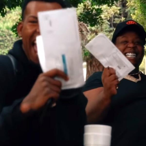 别的简报丨Rapper 在 MV 里吹嘘自己是如何从失业金领取诈骗中发横财的,结果被捕
