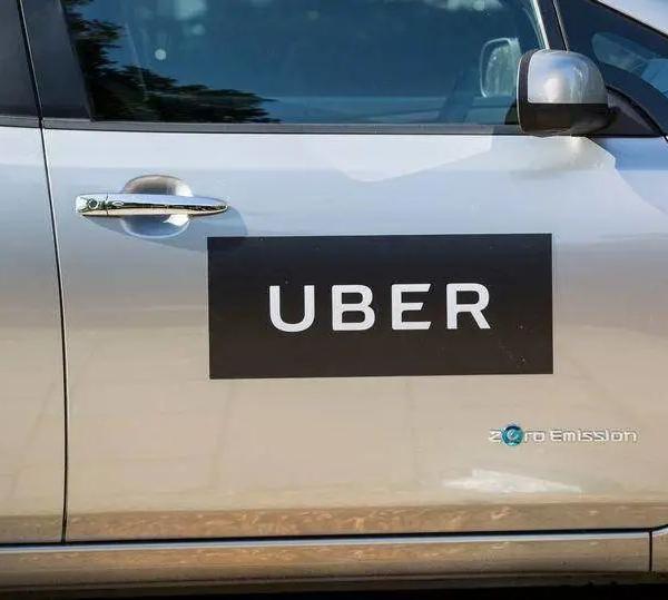 别的简报|男子在 Uber 后座放屁被告上法庭