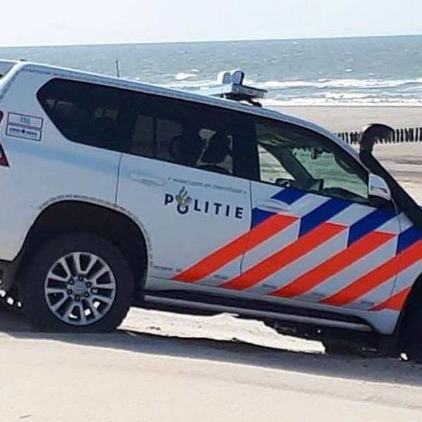 别的简报丨300包毒品被冲上荷兰海岸边,游客们纷纷前往寻找