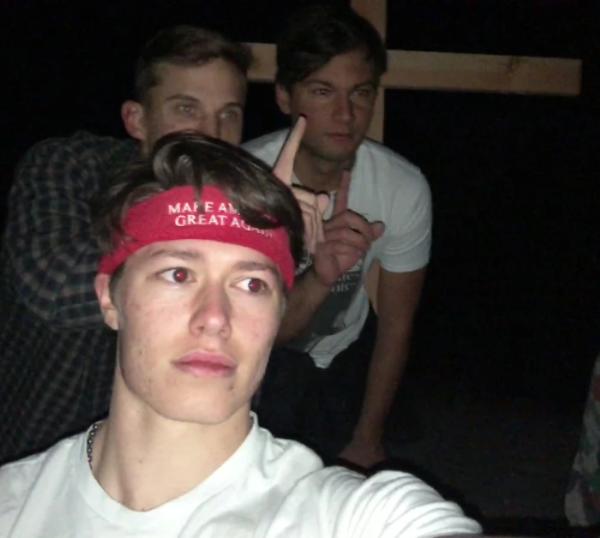 别的简报丨又有新的神秘方碑出现在加州,但很快被一伙极右翼年轻人拆除
