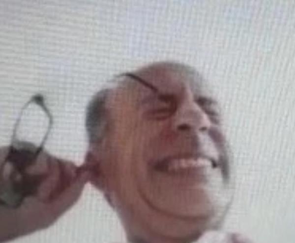 别的简报 | 伦敦副市长在视频会议上挖耳屎并吃掉