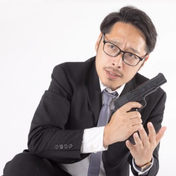 别的简报|日本警察把上了膛的手枪忘在了便利店洗手间里