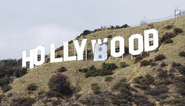 别的简报|好莱坞地标被改成了Hollyboob