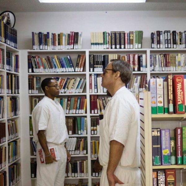 别的简报 | 康涅狄格州禁止囚犯看色情杂志以创造性别友好的工作环境,引囚犯不满上诉